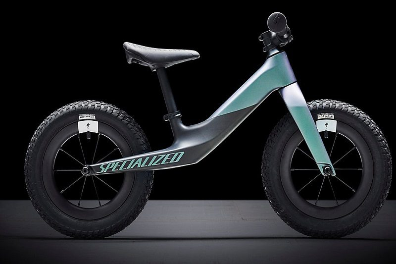 Hotwalk carbon: la bici senza pedali by Specialized
